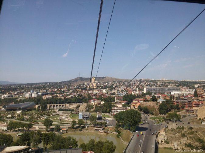 Парк Рике с капсулы канатной дороги в Тбилиси