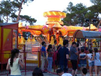 Развлечения в парке Мтацминда в Тбилиси