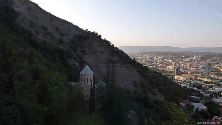 Церковь Святого Давида на склонах горы Мтацминда в Тбилиси