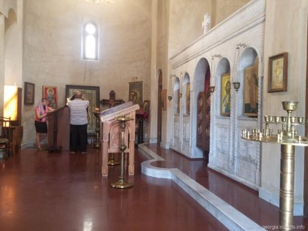 Церковь на территории храма Самеба в Тбилиси