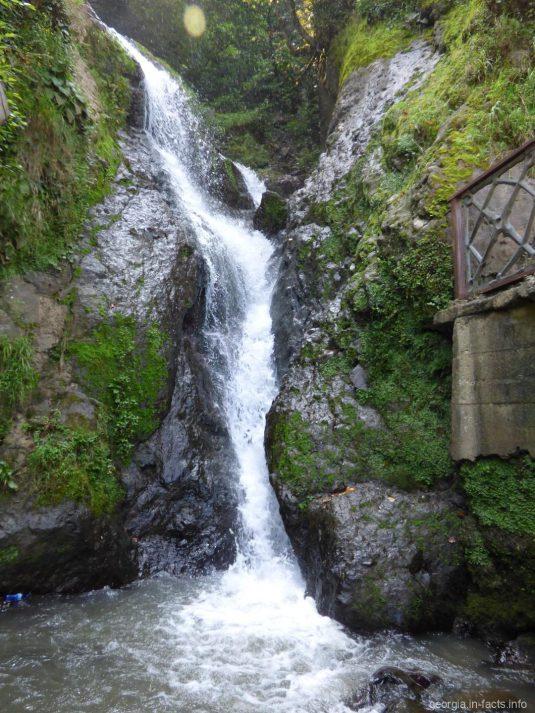 Водопад около поселка Сарпи, Грузия