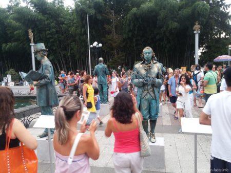 Живые статуи в парке Батуми