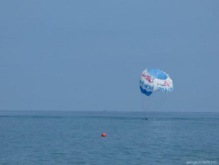 Один из видов морских развлечений в Батуми