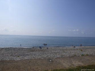 Пляж в районе Зеленого мыса в Грузии