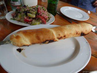 Хачапури на веретеле, ресторан в Грузии