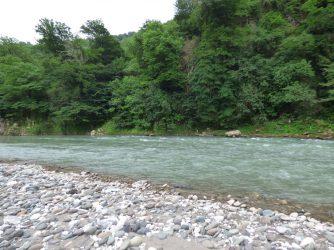 Река рядом с серным источником, Грузия
