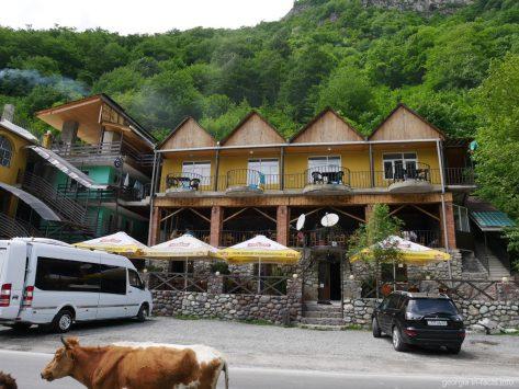 Ресторан с вкусными хинкали во время экскурсии по Военно Грузинской дороге, Грузия