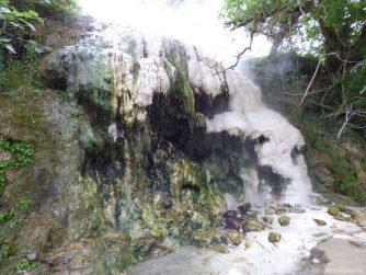 Серный водопад во время экскурсии из Батуми, Грузия