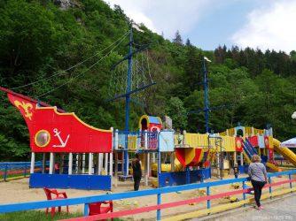 Детская площадка в Центральном парке Боржоми, Грузия