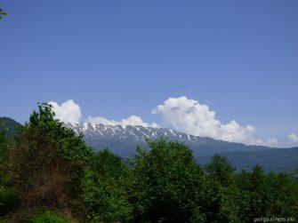Горы по дороге ко входу на каньон Окаце, Грузия