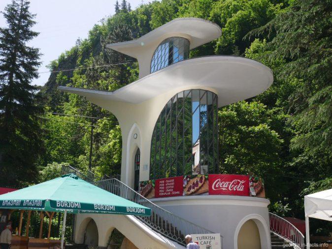Нижняя станция канатной дороги в Боржоми, Грузия