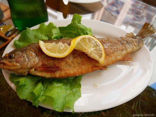Жаренная форель в кафе Боржоми, Грузия