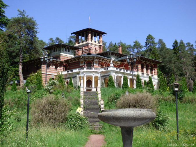 Дворец Романовых в окрестностях Боржоми, в поселке Ликани, Грузия