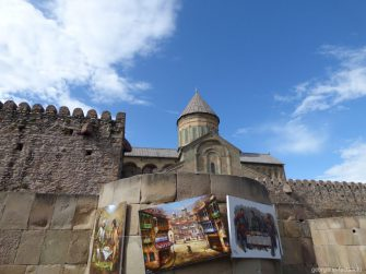 Картины в Мцхете около собора Светицховели, Грузия