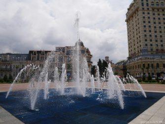 Струйный фонтан на площади Европы в Батуми, Грузия