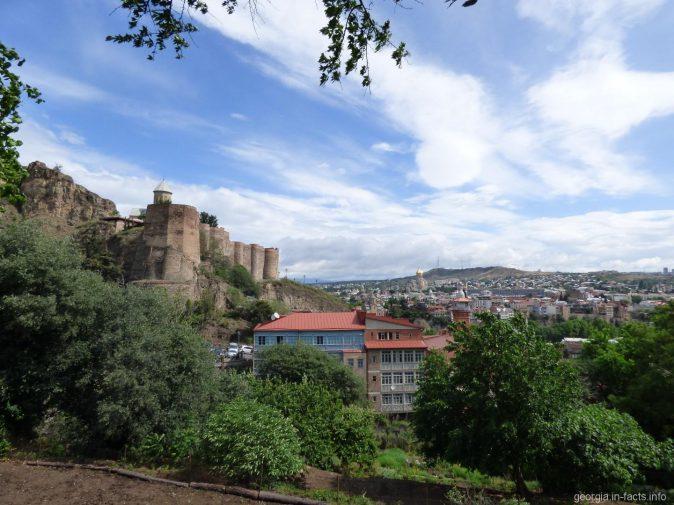 Тбилиси со стороны ботанического сада, Грузия