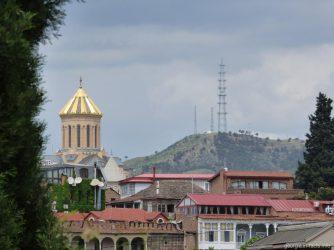 Тбилисские дома и храм Самеба, Грузия