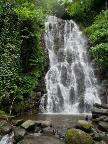 Водопад Мирвети во время экскурсии по Мачахеле, Грузия