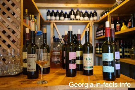 Дегустация вина в специализированном магазине