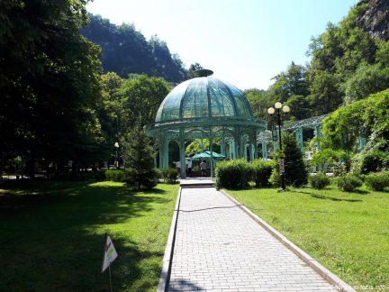Бювет с минералкой в парке Боржоми