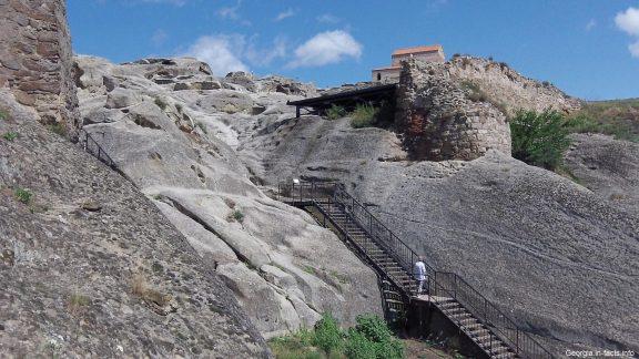 Дорога к пещерам Уплисцихе летом