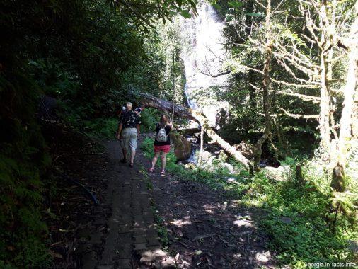 Дорога к водопаду Мирвети