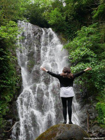 Фото с водопадом Мирвети