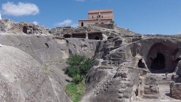 Храм в Уплисцихе днем