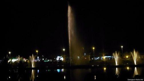 Красивые танцующие фонтаны в Батуми