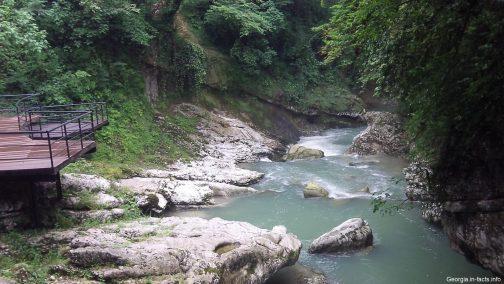 Красивый вид в каньонах Грузии
