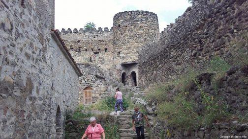 Крепостные стены в Ананури