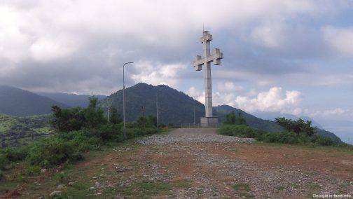 Крест на обзорной площадке рядом с Батуми