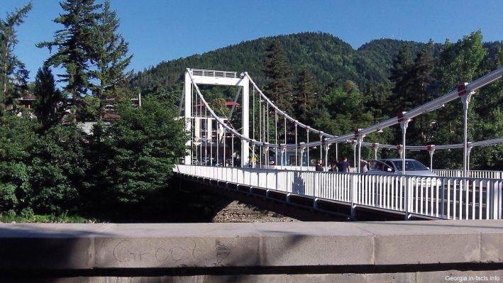 Мост через Куру в Боржоми в июле