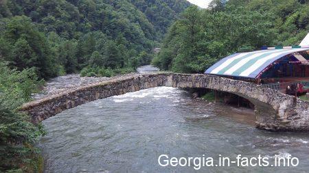 Мост царицы Тамары в Грузии