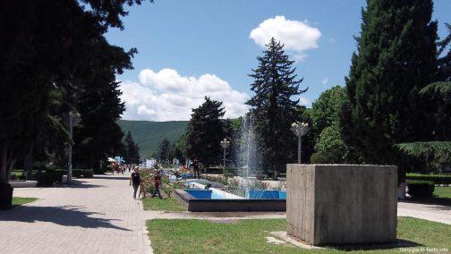 Парк перед музеем в Гори
