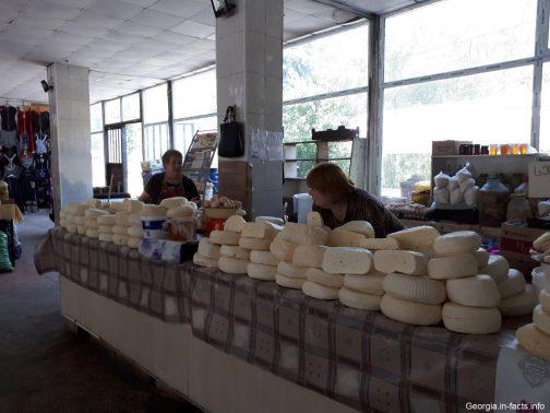 Рынок в здании вокзала Боржоми