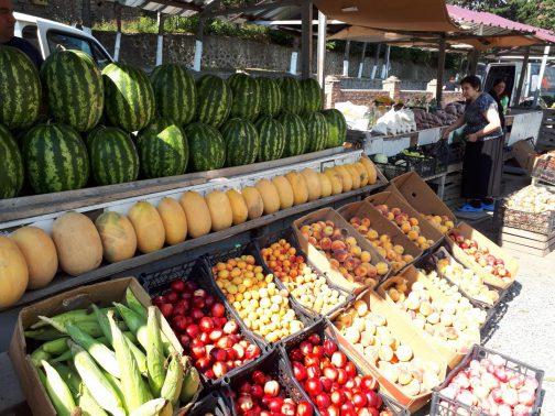 Рынок возле вокзала в Боржоми