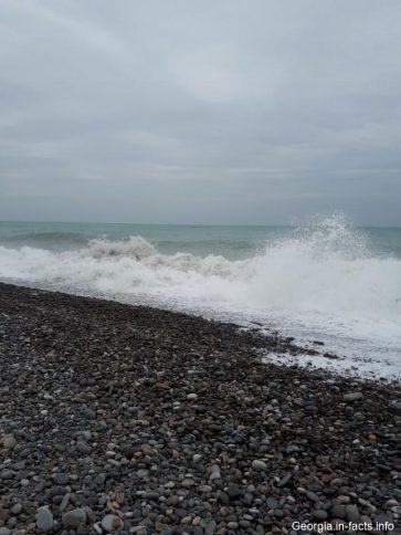 Штормовое летнее море в Батуми