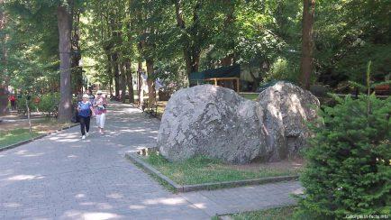 Центральный парк в Боржоми летом фото
