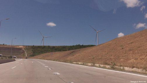 Ветряки доль грузинских дорог