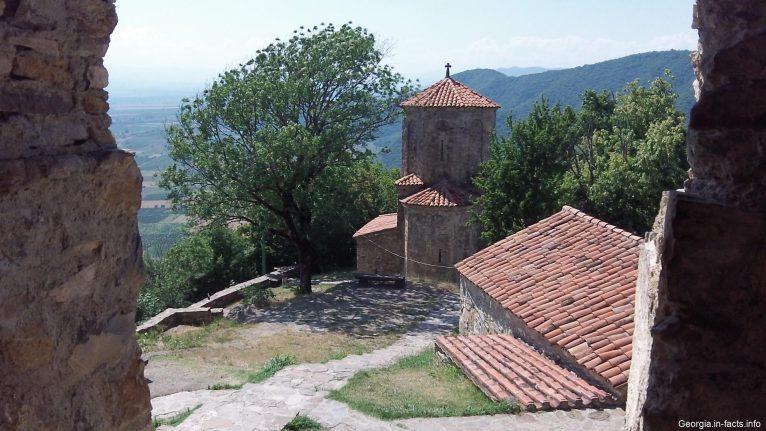 Вид из монастырского окна на церковь Архангела