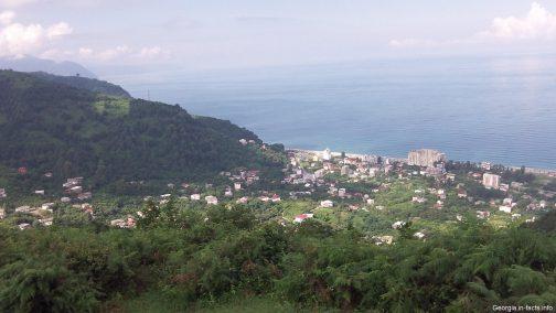 Вид на поселок Гонио летом
