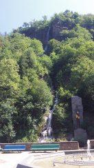 Водопад в парке Боржоми в августе