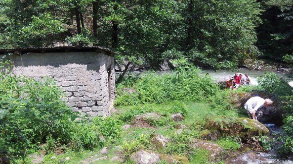 Водяная мельница у горной речки