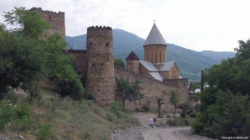Замок Ананури в Грузии