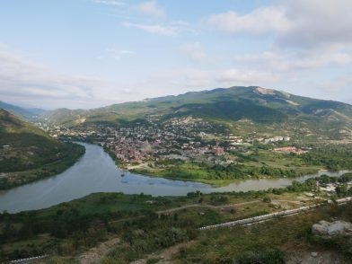 Слияние Арагви и Куры экскурсия из Тбилиси в Мцхету